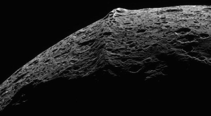 The mountainous equator of Iapetus