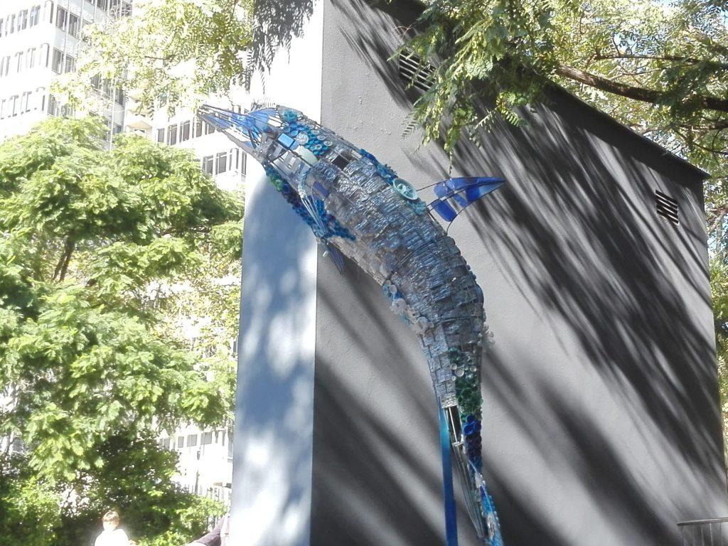 exemple de upcycling ou surcyclage dophin en plastique