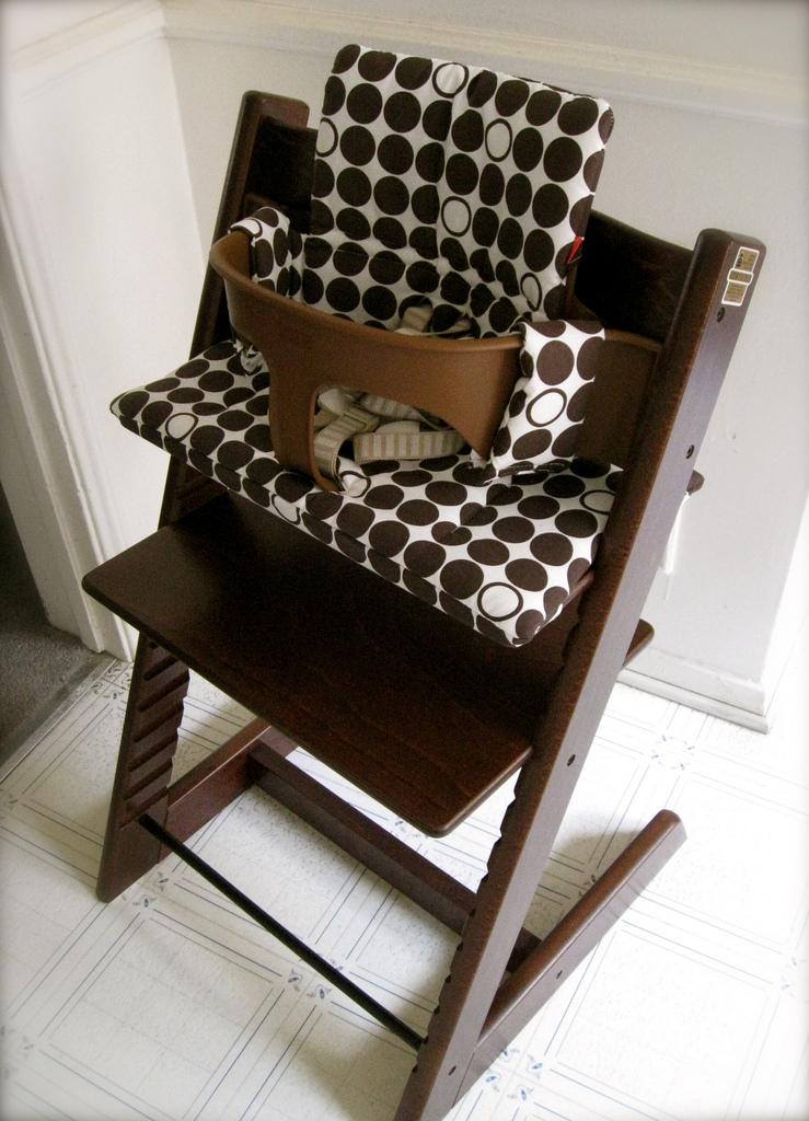 Greta's new Stokke Tripp Trapp high chair!