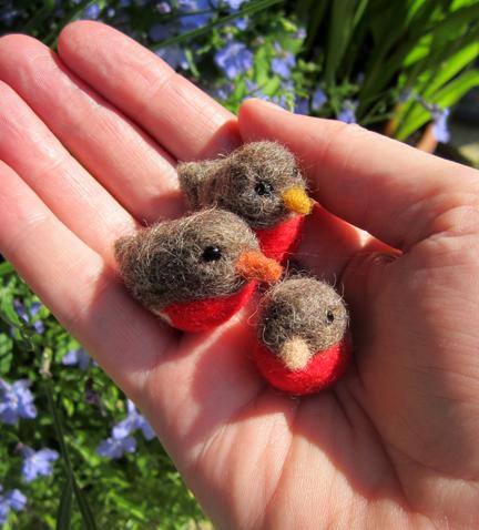 three mini needlefelt robins