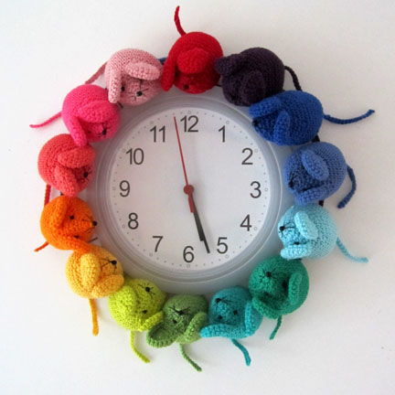 Planet PEnny Rainbow Mouse Clock