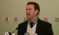 Illinois_Congressman_Aaron_Schock_at_a_press_conference_in_2009