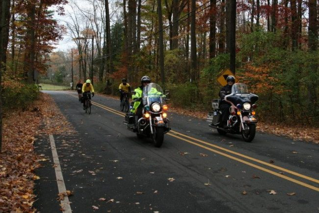 The Princeton Police with the lead runner on Herrontown Road. The Herrontown Road. Photo courtesy of Stella Rho.