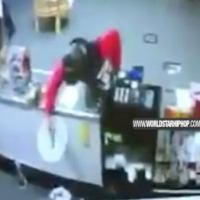 [:en]What A L: Dude Robs A Store Then Leaves, Trips & Shoots Himself By Accident![:]