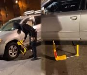 [:en]Not All Heroes Wear Capes: Dude Took The Boot Off His Homie's Car & A Stranger They Didn't Even Know![:]