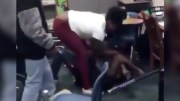[:en]Damn: Dude Gets Beat Up In Class By A Female Student![:]