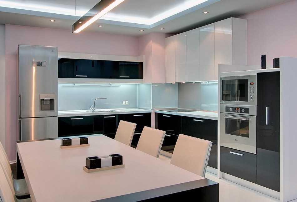 Дизайн кухни 10 кв квадратная. Планировка кухни с диваном