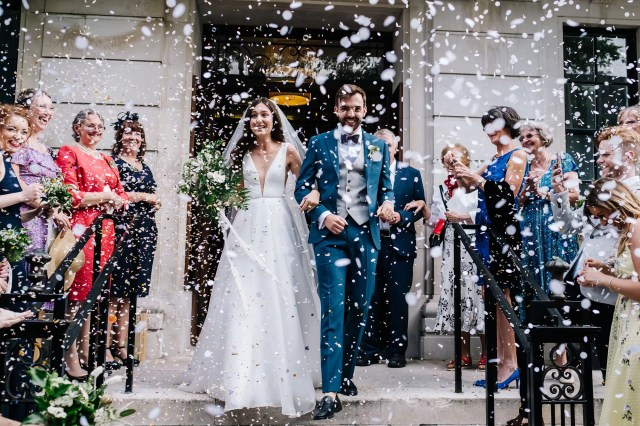 A Low-Cut Suzanne Neville Gown for a Chic & Sophisticated City Wedding