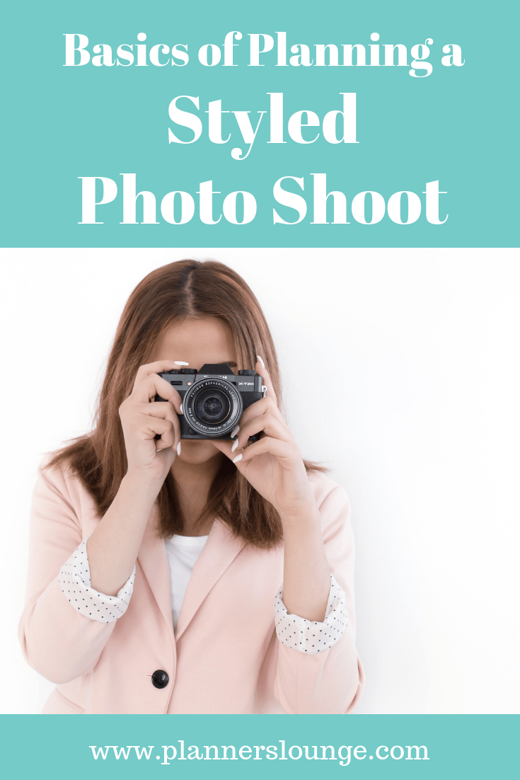 Tips, tricks, and a checklist for planning and coordinating a styled photo shoot as a wedding planner and wedding designer {from Planner\'s Lounge}
