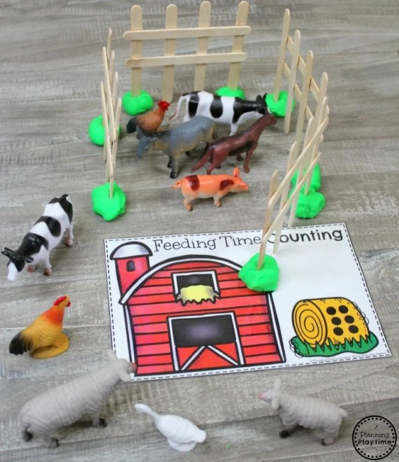 Farm Animal Counting Activity for Preschool #preschool #farmtheme #springpreschool #preschoolgames #preschoolfun #counting