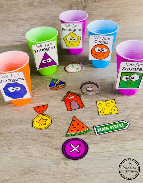 Real World Objects Shape Sorting - Kindergarten Math Game #kindergarten #kindergartenmath #shapes #geometry #kindergartenworksheets #mathgames #planningplaytime