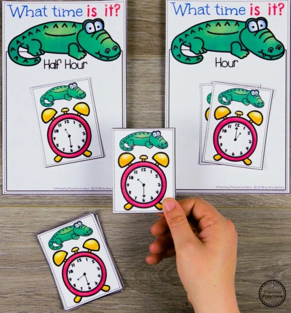 Telling Time Sorting Clocks - Hour and Half Hour #kindergartenmath #kindergarten #kindergartencenters #tellingtime