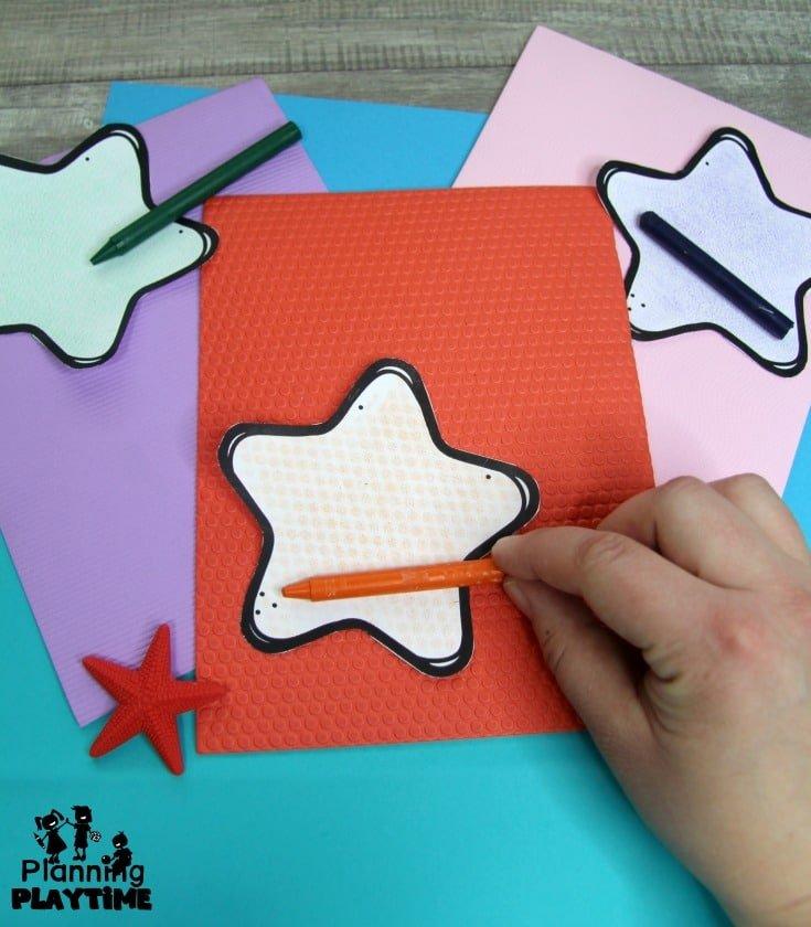 Preschool Ocean Theme Dramatic Play and Art Centers - Starfish Texture Craft #preschool #dramaticplay #underthesea #oceantheme
