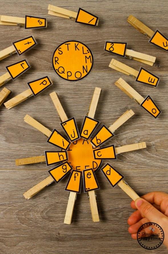 Summer Sun Letter Matching Game #preschool #summerpreschool #preschoolprintables #preschoolcenters #planningplaytime #lettermatching
