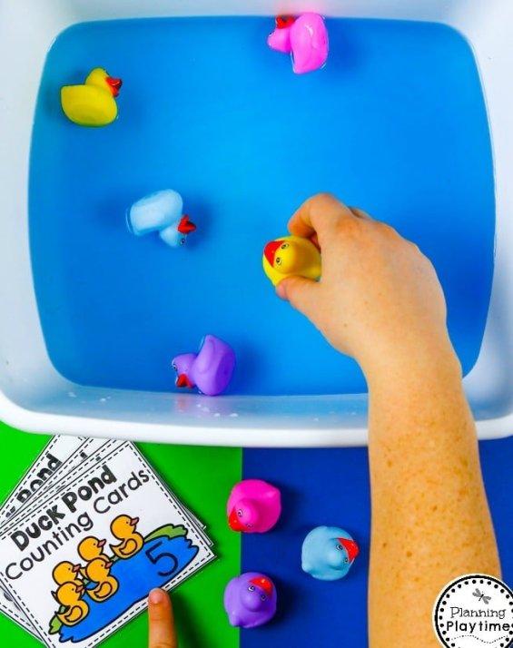 Preschool Counting Sensory Bin - Ducks in the Water.#preschool #planningplaytime #preschoolmath