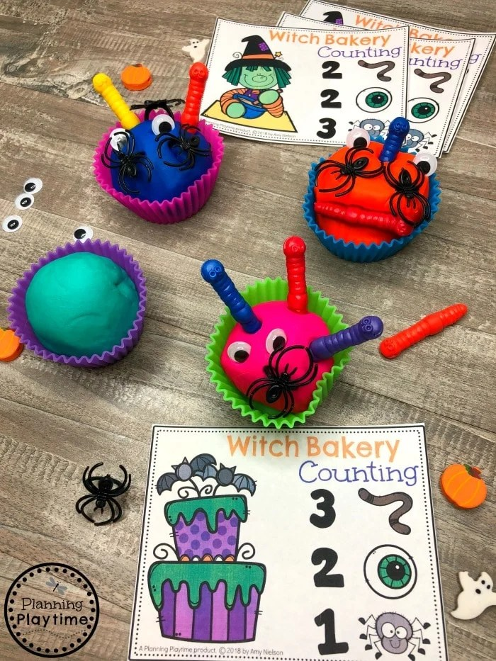 Halloween Counting Game for Preschool - Witch Bakery Cupcakes #halloweenworksheets #preschoolworksheets #planningplaytime