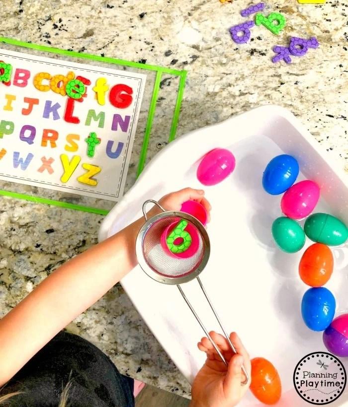 Preschool Letters Activity - Easter Sensory Bin #easter #preschool #sensorybin #waterbin #preschoolplay #alphabetactivities