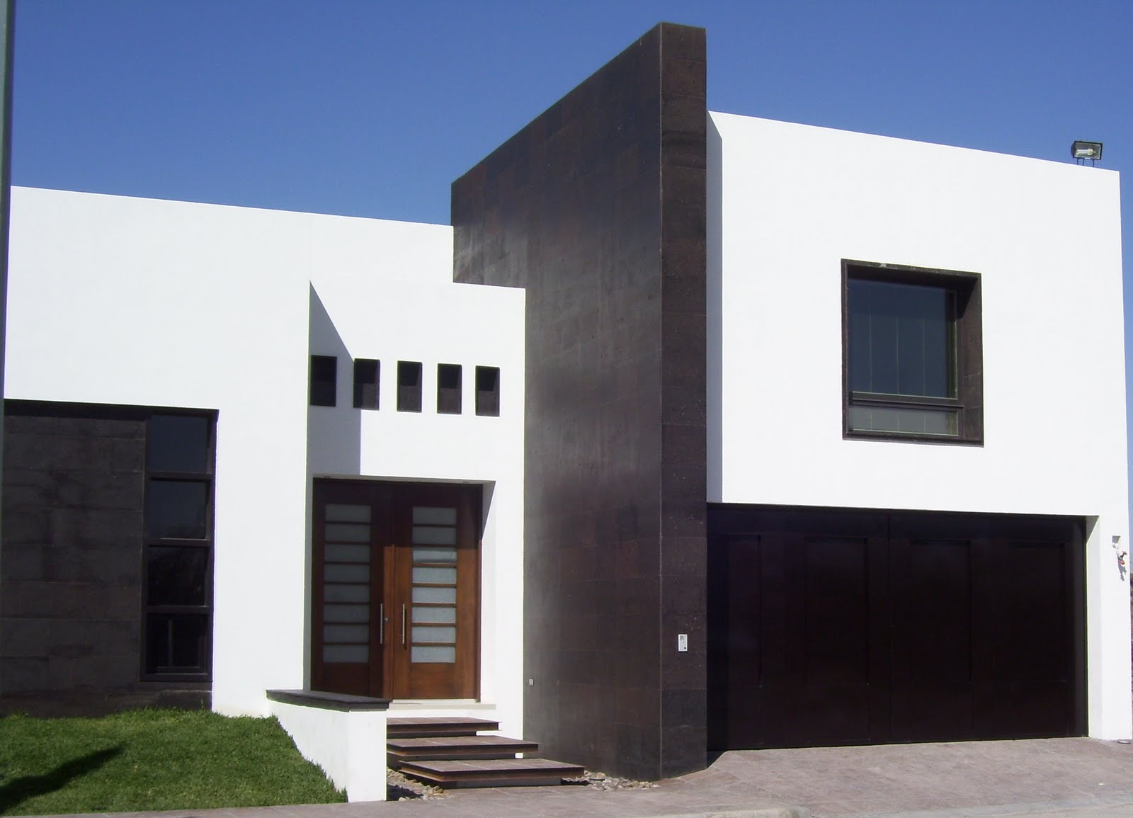 12 fachadas de casas minimalistas planos y fachadas for Disenos de casas 10x20