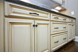 Choose the Right Hardware For Your Kitchen Cabinets