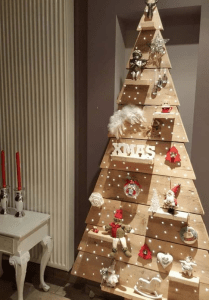 Pallet tree with shelves