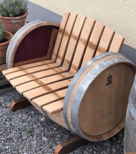 Wine barrel chair 3