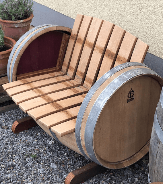 <img source = 'pic.gif' alt = 'Outdoor barrel chair'/>