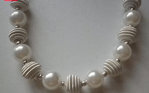 Bead necklace spacers