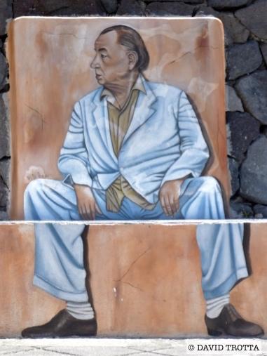 C'est Philippe Noiret qui donnait la réplique au facteur. Il incarnait l'écrivain Pablo Neruda contraint à l'exil. © David Trotta