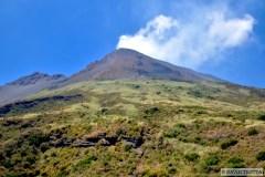 En réalité, la majorité du film Stromboli a été tournée sur l'autre versant du Volcan, à San Vincenzo, d'où l'on reconnaît les décors par lequels Ingrid Bergman tente de s'échapper. © David Trotta