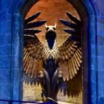 L'entrée des escaliers qui mènent au bureau du directeur de Poudlard Albus Dumbledore. © David Trotta
