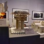 """De nombreuses maquettes ont été réalisées avant que les décors ne soient construits. Ici le """"pommeau de douche"""" dans la salle de bain des préfets de Poudlard. © David Trotta"""