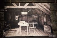 Objets, costumes ou photos habillent aussi le studio. Comme la chambre habitée par Charlie, son demi-frère aîné Sydney et leur mère Hannah. © David Trotta