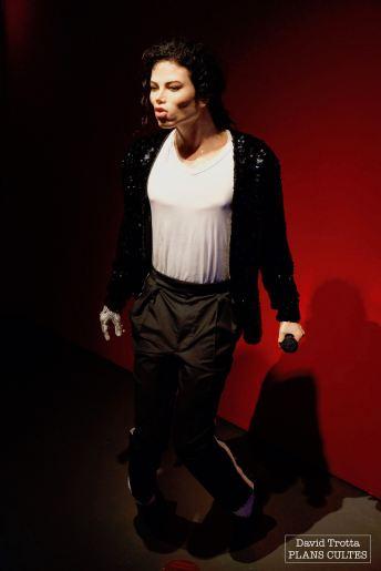 Parmi certaines curiosités, le public apprend que le célèbre moonwalk de Michael Jackson aurait été inspiré par Charlie Chaplin. © David Trotta