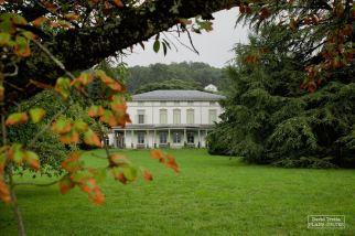 Le musée se décline aussi directement au sein du Manoir de Ban, à Corsier-sur-Vevey, acquis par Chaplin le 31 décembre 1952. Il y restera jusqu'à son décès le 25 décembre 1977.