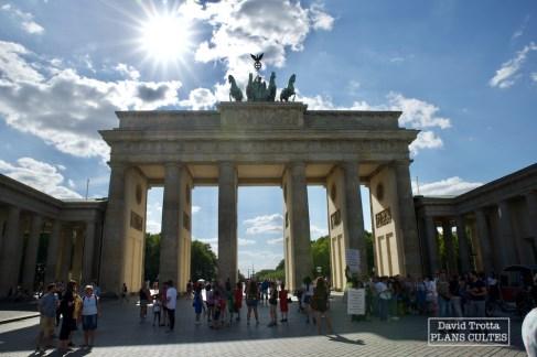 Attraction touristique majeure de Berlin aujourd'hui, la porte de Brandebourg se trouvait dans un no man's land entre 1961 et 1989. © David Trotta