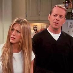 Trois épisodes pour Bruce Willis, qui incarne le père de la petite amie de Ross, ainsi que le petit ami de Rachel dans la saison 6.