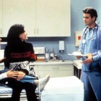 Clin d'œil à la série Urgences avec la présence de George Clooney et Noah Wyle dans la première saison.