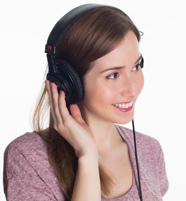 Podacst au casque d'écoute