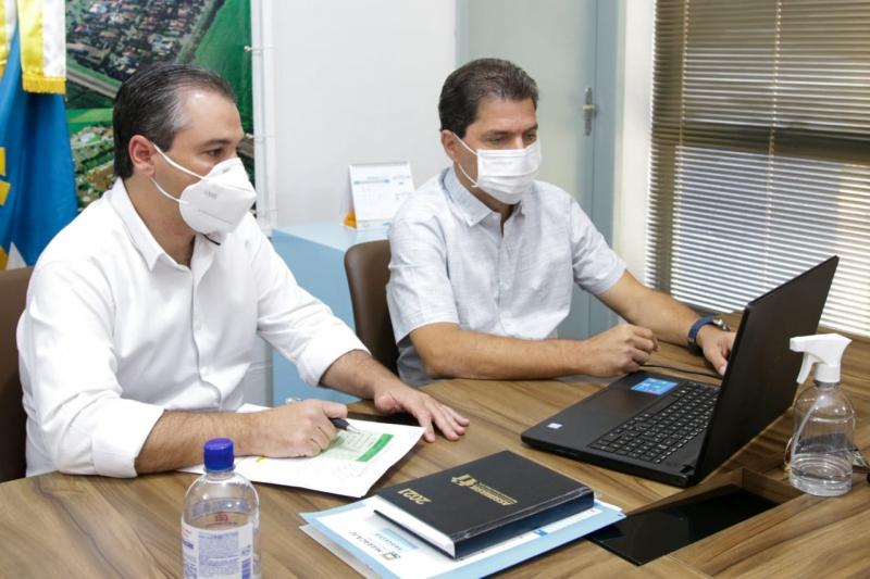 Prefeito e Secretário Municipal de Saúde participam de vídeo conferência com Secretaria de saúde do Estado em parceria com a Assomasul