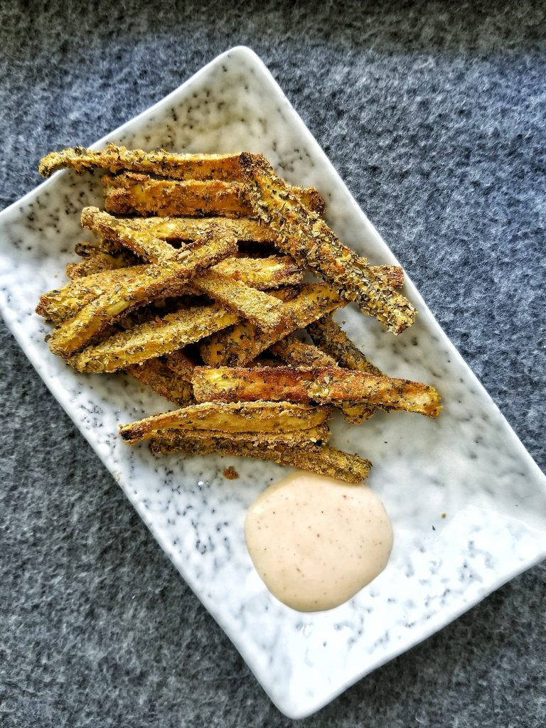 baked zucchini fries with a dipping sauce