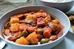 Vegan Puerto Rican tofu guisado in a gray bowl