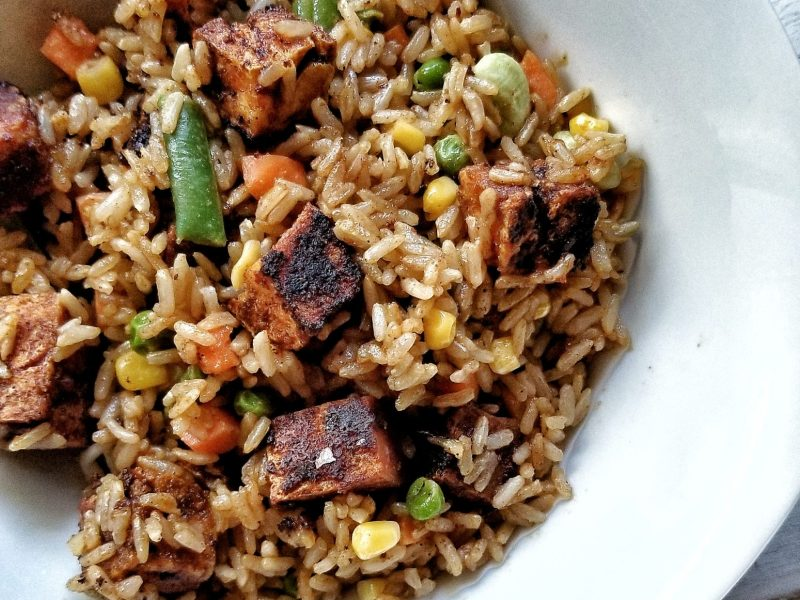 Stir-fried rice with brown rice and mixed vegetables