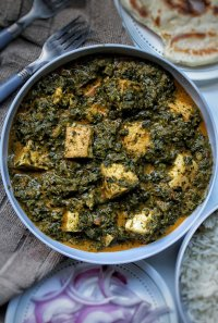 vegan tofu palak paneer with naan, rice, and onion