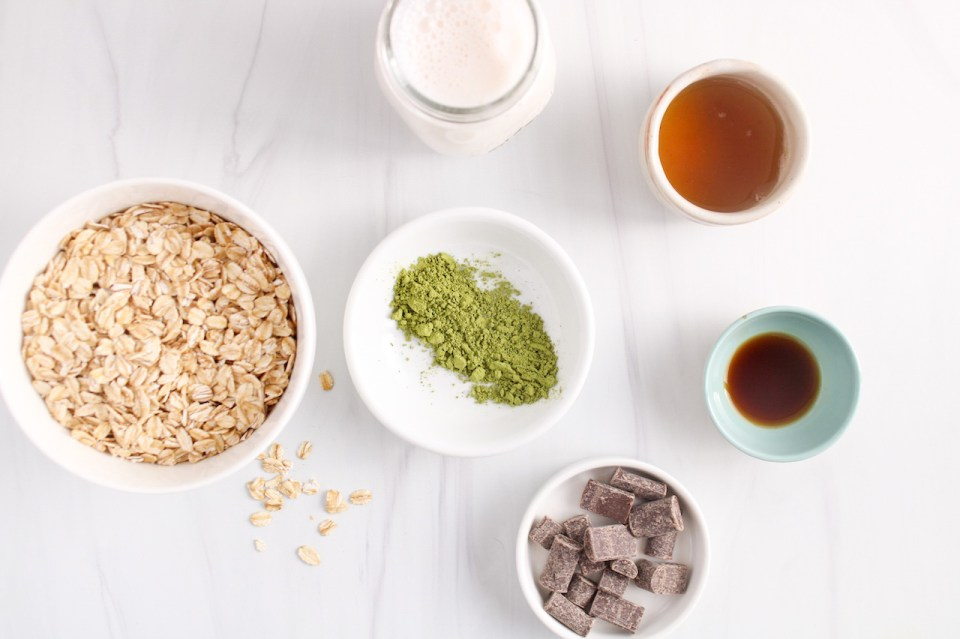 Ingredients needed make this oat recipe (raw oats, vegan milk, maple syrup, vanilla extract and green tea powder)