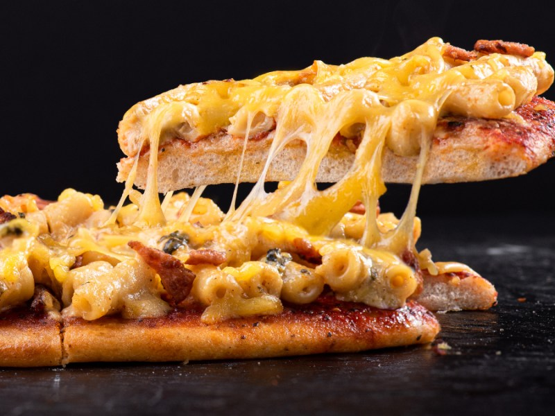 One Planet Pizza launches Mac N Cheese Pizza in conjunction with Plantiful Foods and Miami Burger