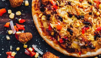 Vegan fried chick*n brand VFC is joining forces with One Planet Pizza on a new pizza product