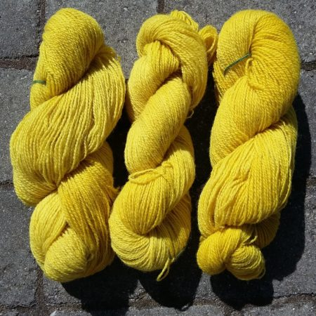 gyldenris plantefarvet garn