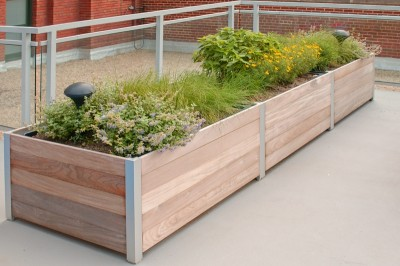DeepStream Designs lightweight planter with plastic liner and Lifetime structural warranty