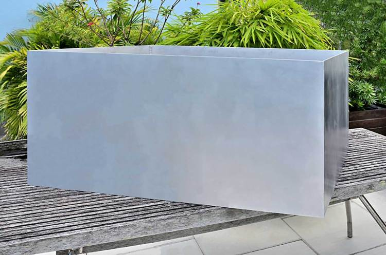 Click photo to link to DeepStream's Commercial Marine Grade Aluminum Planters