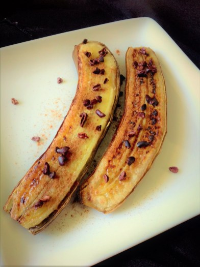 Broiled Banana with Cinnamon and Cocoa Nibs - Healthy, Gluten-Free, Grain-Free, Paleo, Oil-Free, Plant-Based, Vegan REcipe